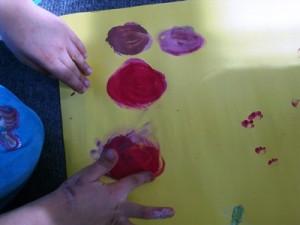 okul-öncesi-etkinlikleri-tebeşir-parmak-boyası